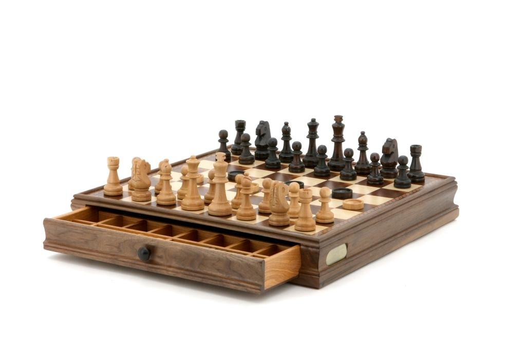 Dal Rossi Chess / checkers, walnut box, with drawers and chess piece compartments, 15