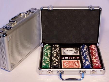 Casino Chips & Accessories - Poker chips 200pc aluminium att case 11.5gm