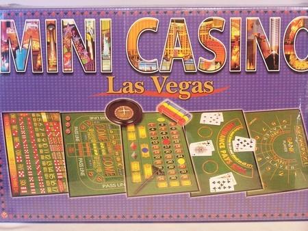 Roulette & Blackjack - Mini Casino Set, Cardboard Box
